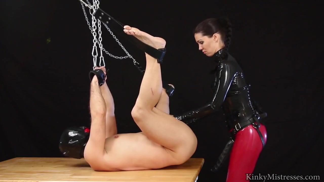 German Mistress mounts slave's booty