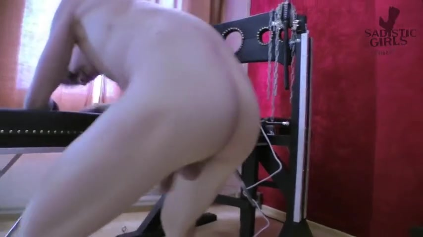 Extreme ballbusting by chick Chantal