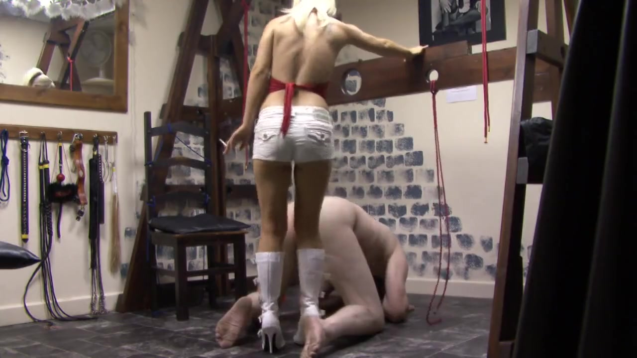 Bustying Slave Man's Balls