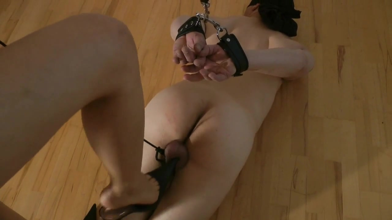 Torturing Balls in a Leash